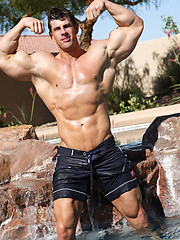 Bodybuilder Zeb Atlas naked
