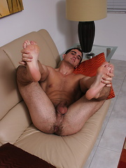 Hot muscled men Alain Lamas solo