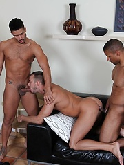 Jessie finds himself in the middle of a \\\'manwich\\\' with Robert fucking his face and Trey slamming his hole