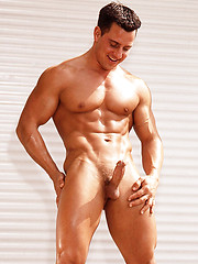 Muscle man shows his cock and sexy butt