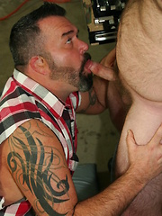 Hottest gay bears kiss and suck each other on the tool table