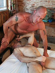 Muscle stud Jake Norris takes veteran Ross Scotts tight asshole for a ride with his thick dick