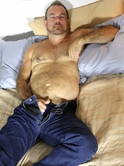 Stephen Edwards is one sexy barrel-chested bear with his pretty green eyes, beard, muscular body and hairy chest