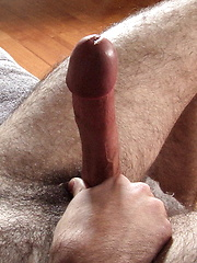 Criss Howell cums on his hairy stomach