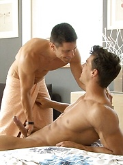 Lukas Shower jackoff with Kris Evans