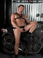 Victor Cody - Photos